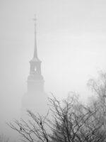 M1_Toews_Rebecca_17-Jahre_Kirche-im-Nebel